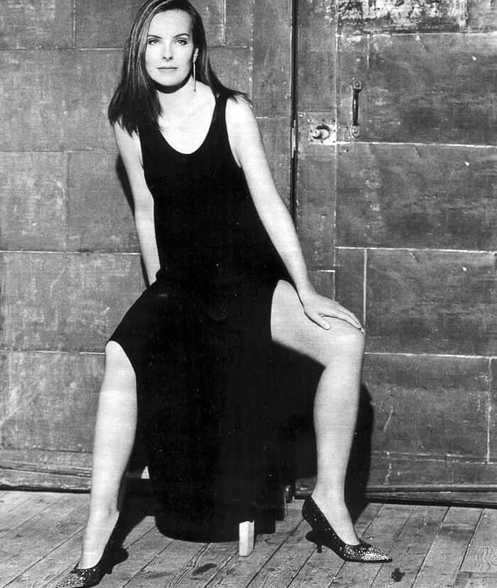 35 hot photos of Carole Bouquet that expose her magnificent body