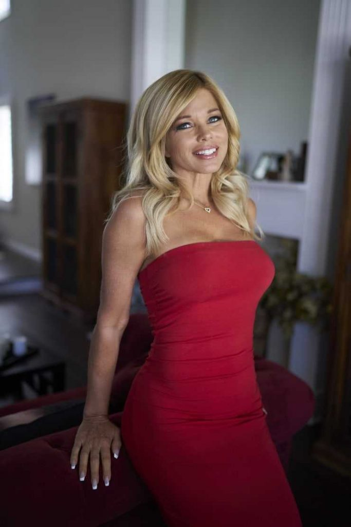 49 Hot photos of Donna dErrico are so hot that you will burn