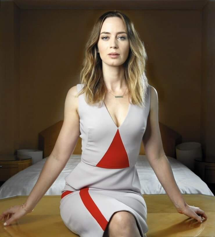 35 Nude Pictures Of Emily Blunt Are Sure To Leave You Baffled