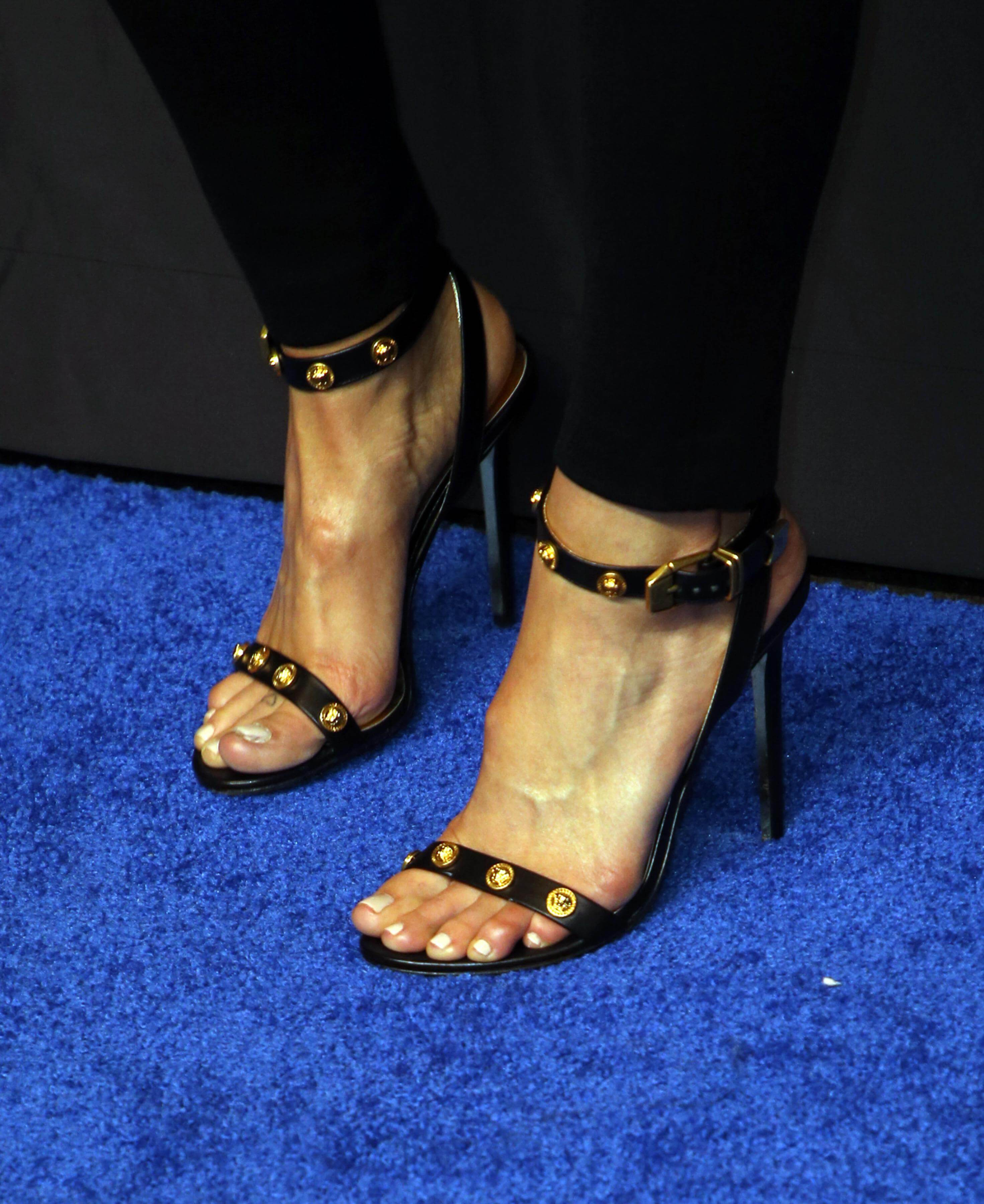 49 Sexy Mandy Moore Feet Pictures Will Make You Drool