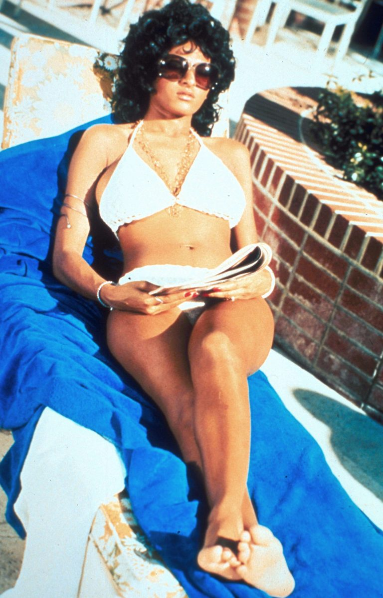 49 hot photos of Pam Grier are here to catch my breath