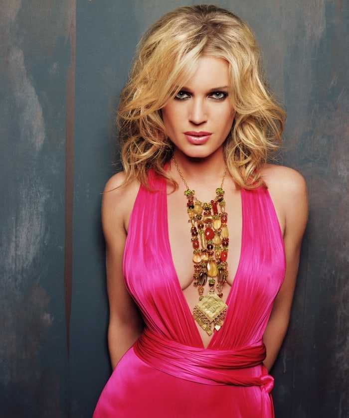 49 hottest photos of Rebecca Romijn Boobs prove that she
