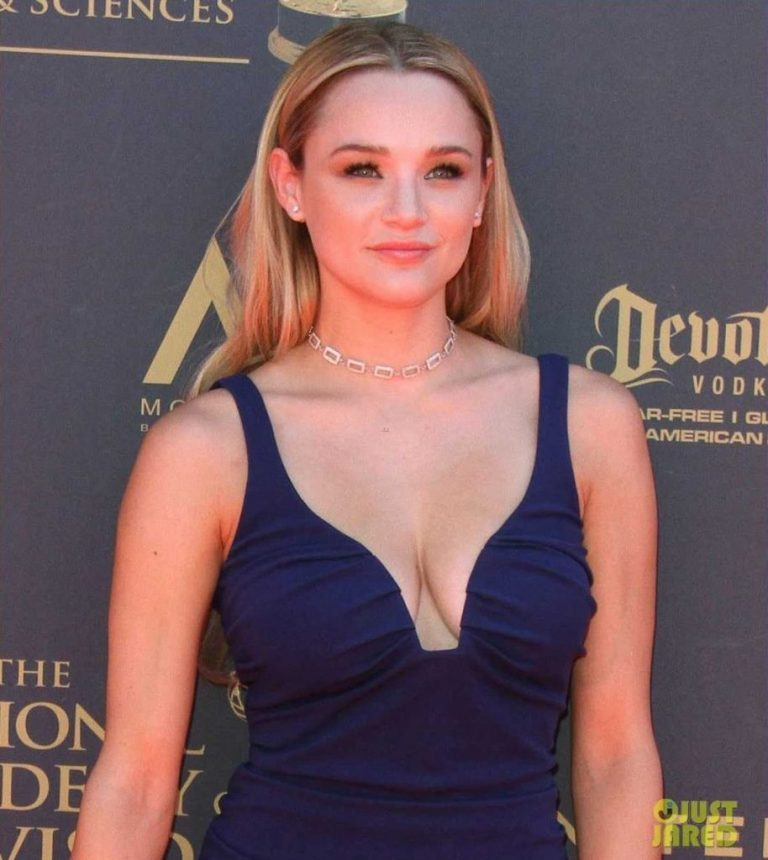 51 Nude Photos Of Hunter King Show Her As A Skilled Performer